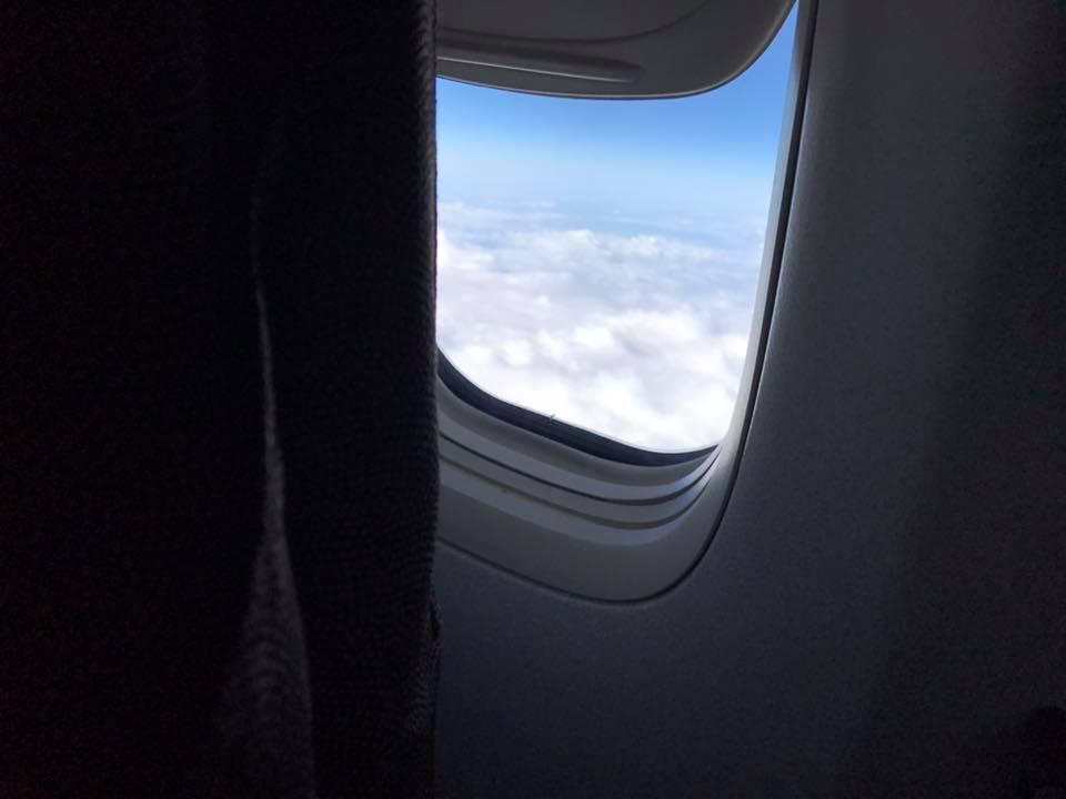 機内の窓から