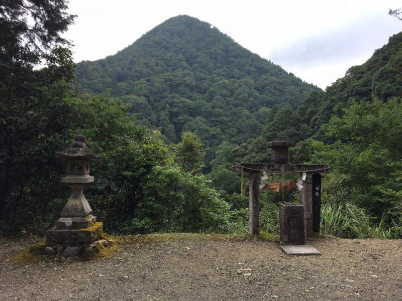 天岩戸神社の参道にて