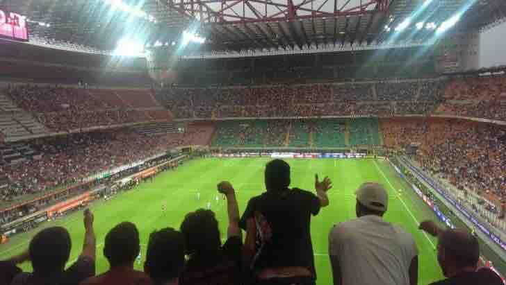 イタリア、ミラノ、サン・シーロ サッカー場でのサッカーチャンピオンシップ